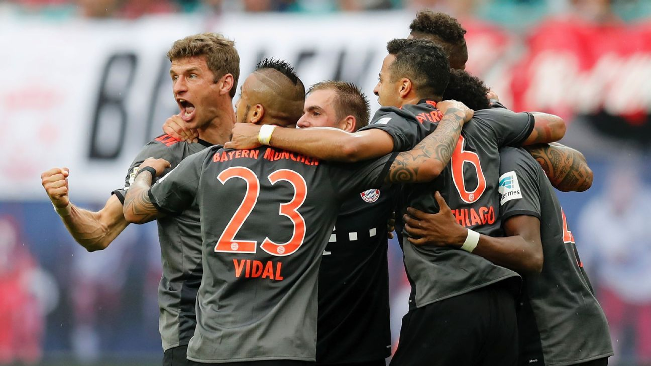 Bayern Munich players celebrate after Arjen Robben's late winner against RB Leipzig.