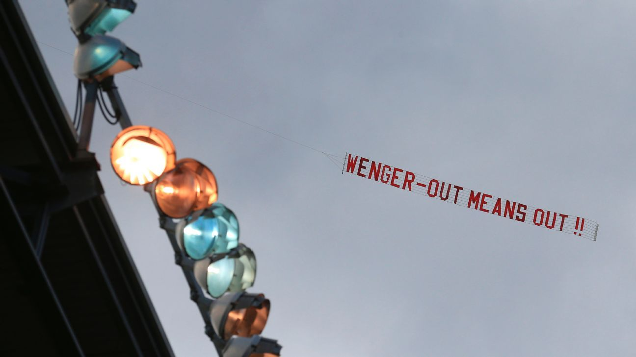 Wenger out banner vs Stoke 170513