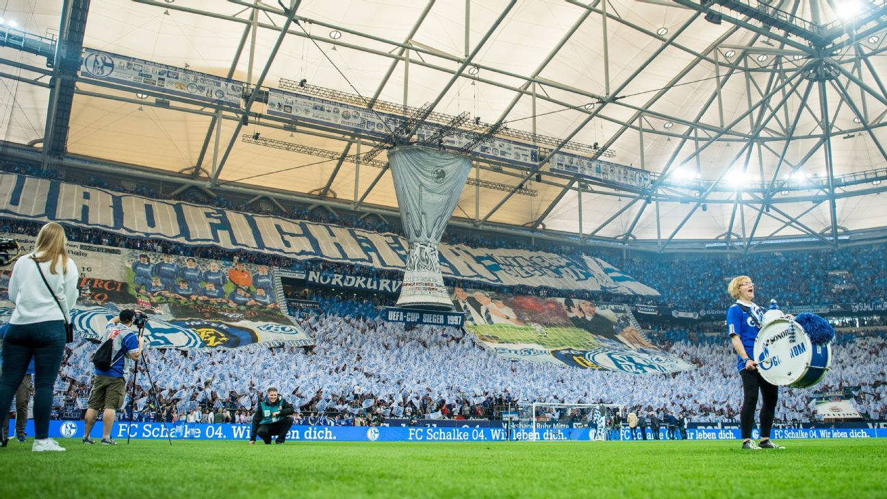 Schalke fans celebrated their UEFA Cup triumph in 1997 with a choreo display.