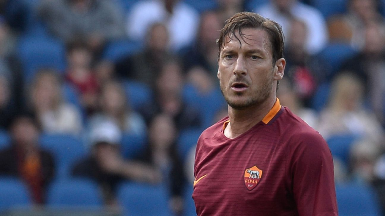 Francesco Totti during the Serie A match between AS Roma and Atalanta at the Olympic Stadium in Rome on April 15, 2017. (Photo by Silvia Lore/NurPhoto via Getty Images)