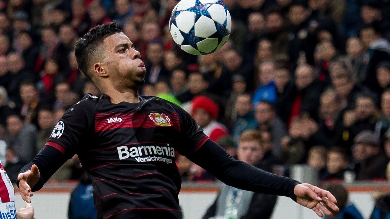 Benjamin Henrichs controls the ball during the UEFA Champions League round-of-16 first leg match between Bayer Leverkusen and Atletico Madrid at BayArena on February 21, 2017 in Leverkusen, Germany (TF-Images/Getty Images)