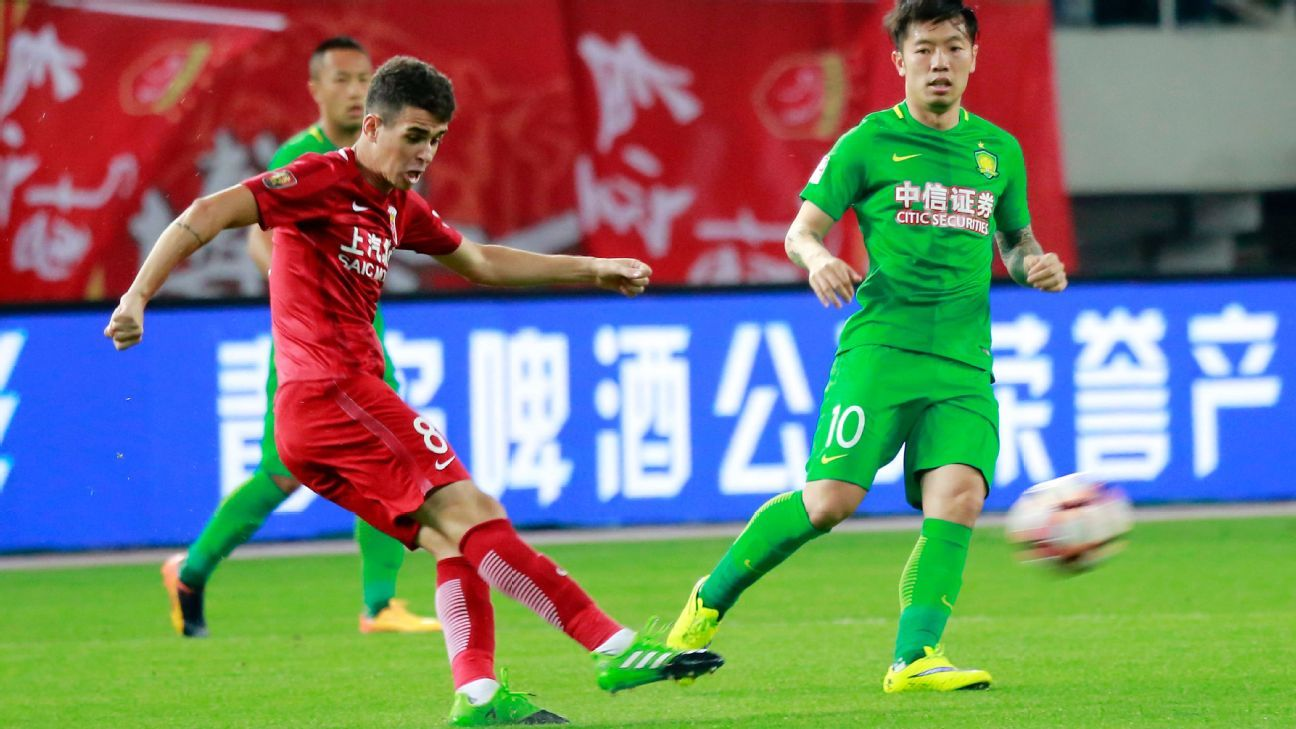 Oscar in action for Shanghai SIPG during their CSL win against Beijing Guoan.
