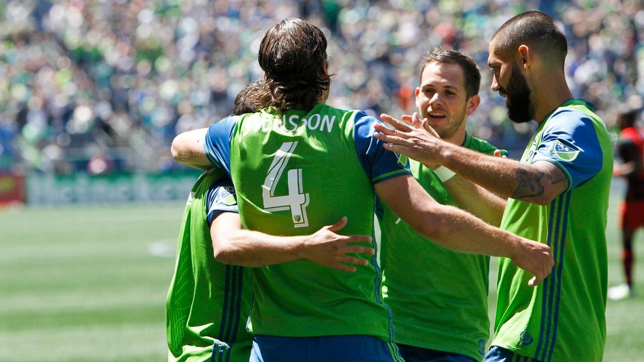 Galaxy win goals-rich Cali <i>Clasico</i>; early strike helps Sounders beat Timbers
