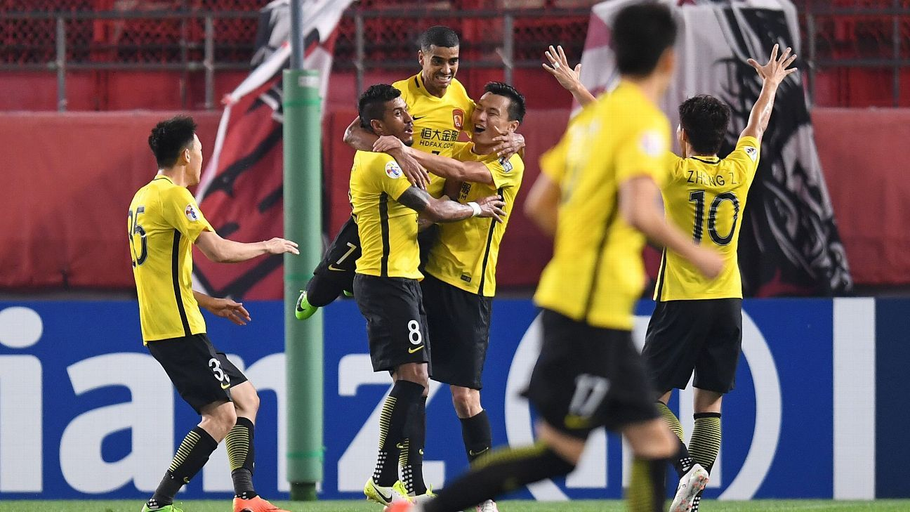 Paulinho and Guangzhou celebrate in ACL R16