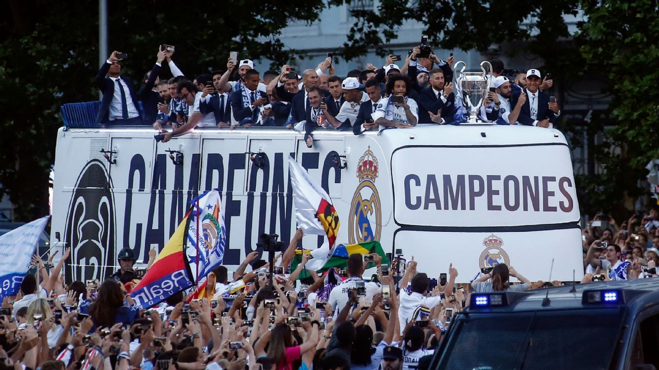 Real Madrid bus top tour 170604
