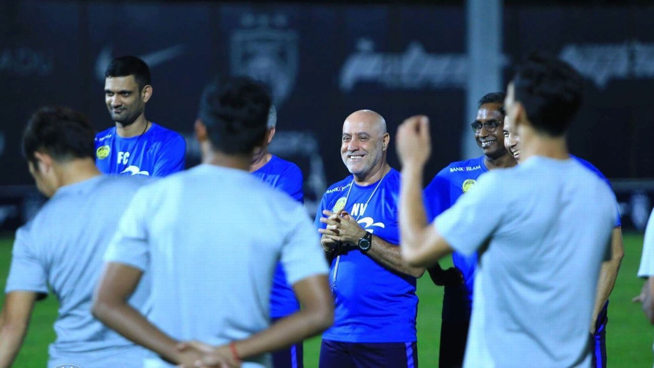 Coach Nelo Vingada and Malaysia national team