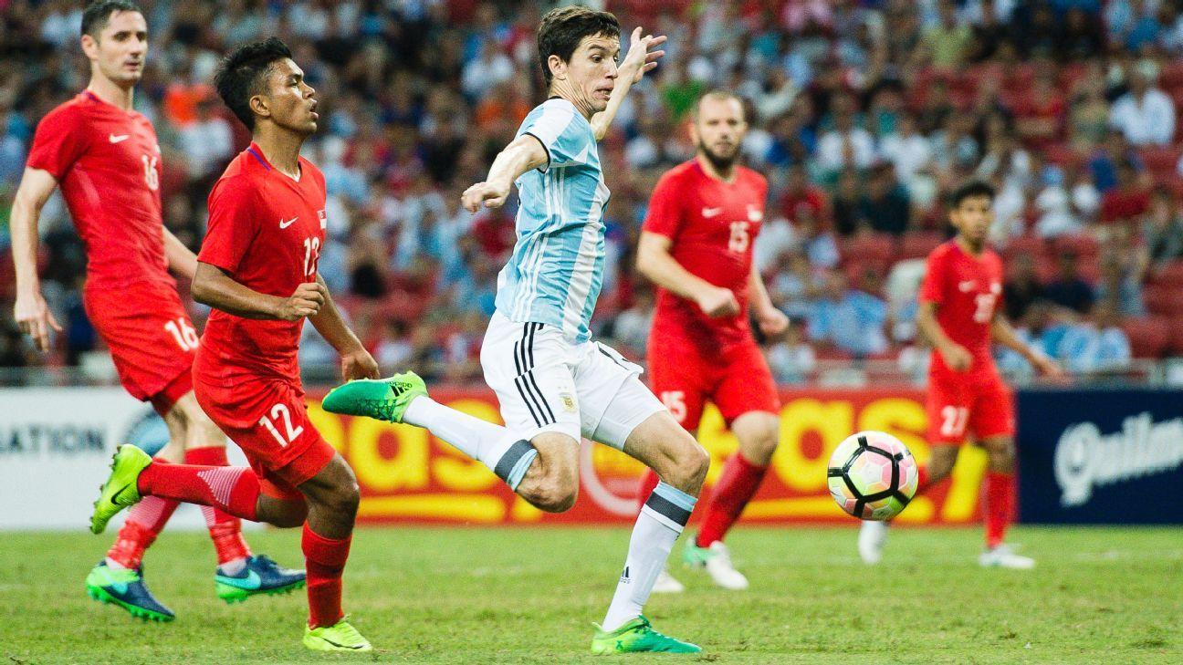 Bennett, Mustafic for Singapore v Argentina's Ignacio Fernandez
