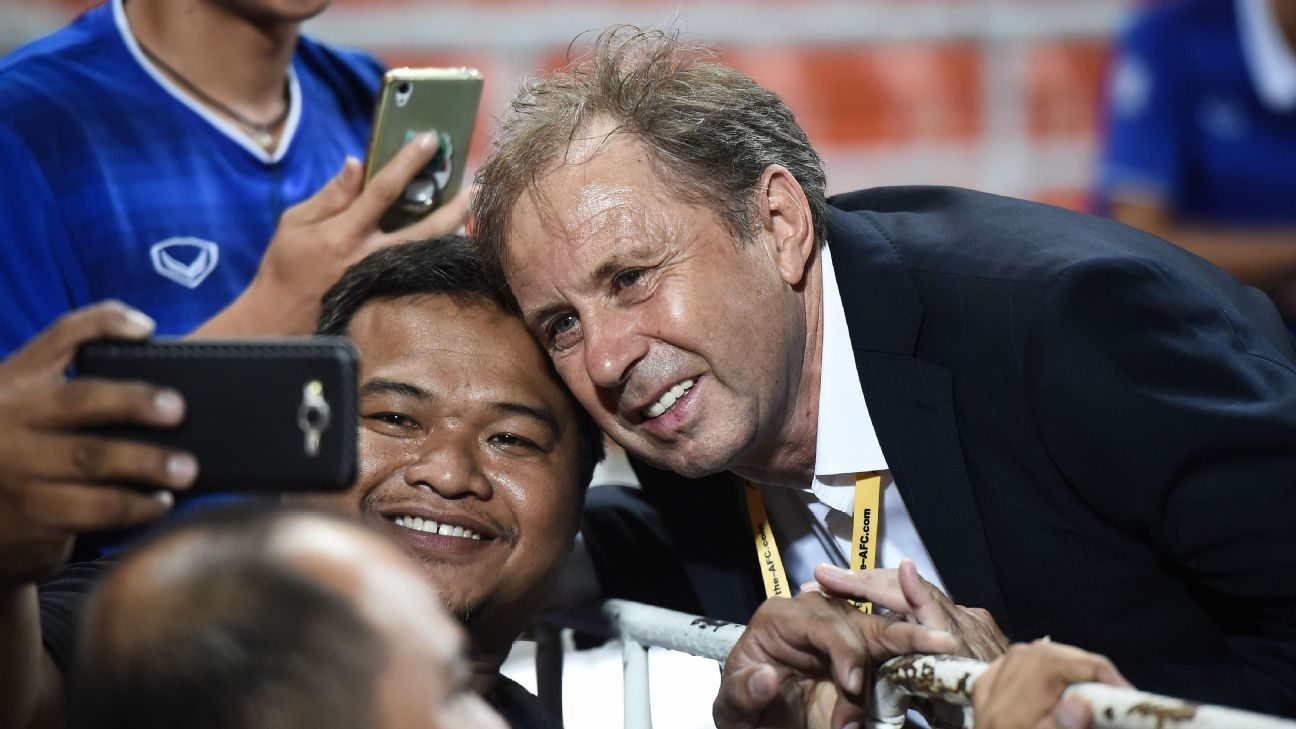 Thailand national coach Milovan Rajevac with fan