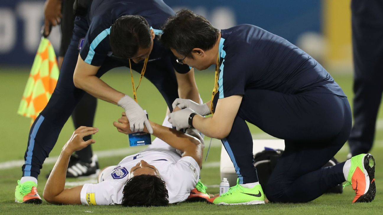 South Korea's Son Heung-Min receives medical treatment during the AFC World Cup qualifier between Qatar and South Korea at the Jassim Bin Hamad stadium in Doha, Qatar on June 13, 2017. (KARIM JAAFAR/AFP/Getty Images)