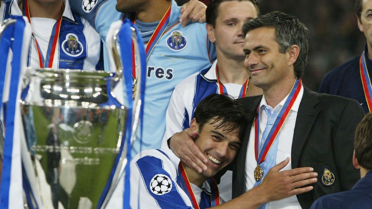 Jose Mourinho with Porto in 2004