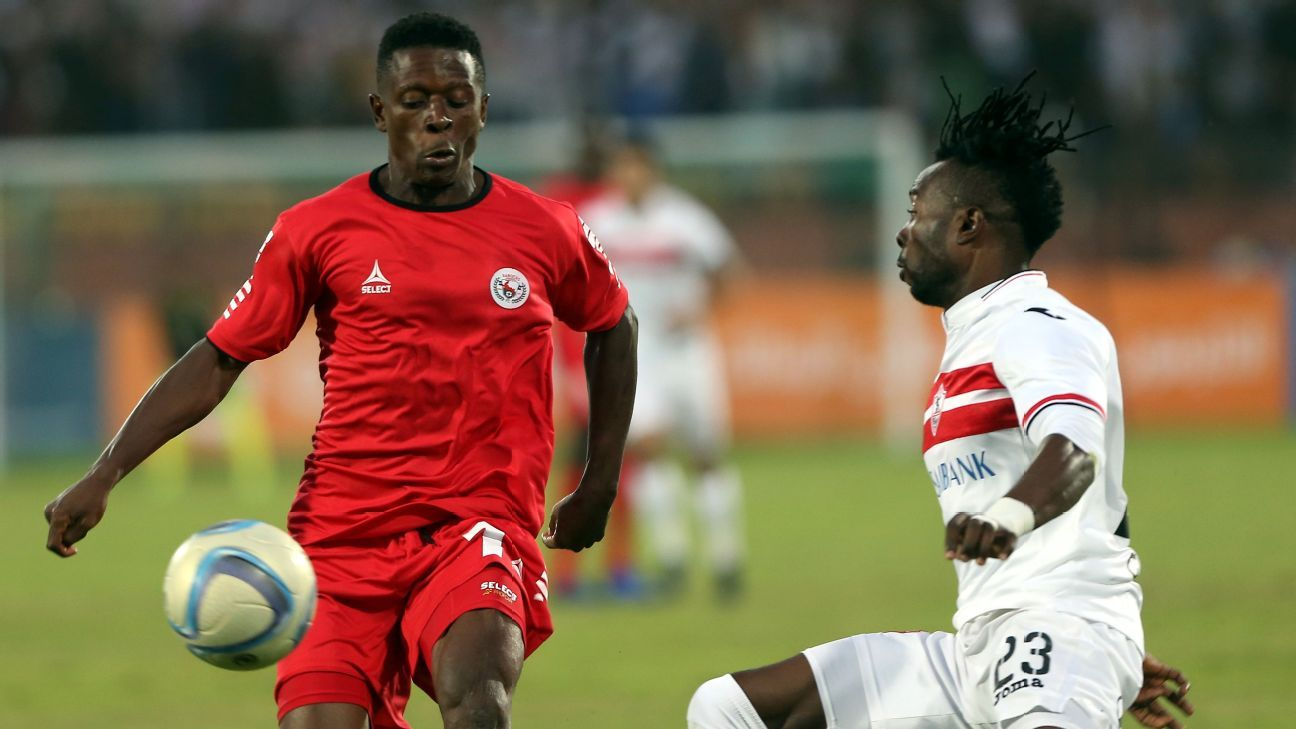 Al-Zamalek player Stanley Ohawuch (R)  in action against Enugu Rangers  player Charles Henlong  (L) during the African Champions League (CAF) Round of 32 match between Al-Zamalek and Enugu Rangers at Al-Salam stadium in Cairo, Egypt, 12 March  2017.