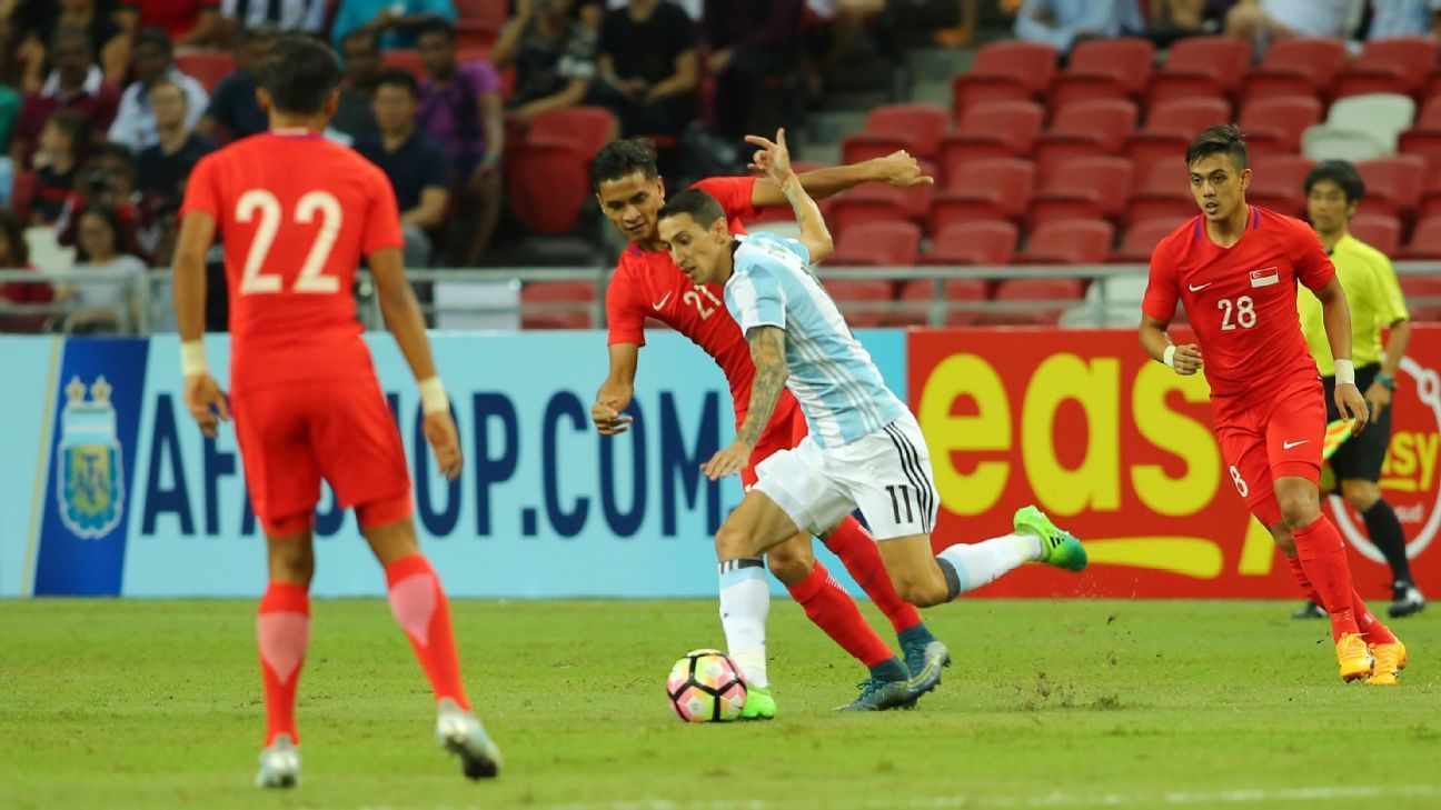 Singapore MF Safuwan Baharudin vs. Angel Di Maria