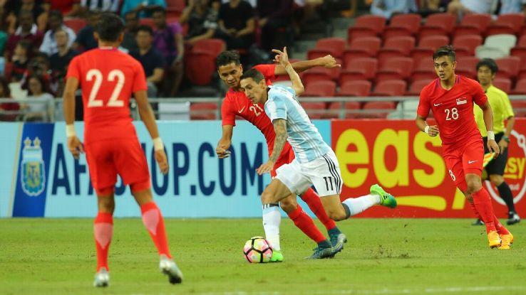 Singapore MF Safuwan Baharudin vs. Angel Di Maria