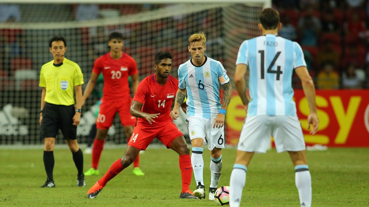 Singapore MF Hariss Harun v Argentina