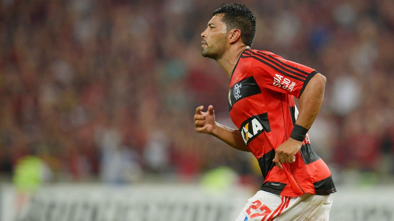 Andre Santos in action for Flamengo.