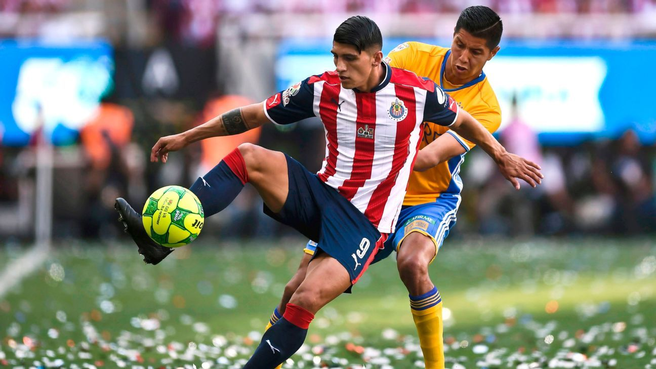 Alan Pulido's injury was one reason Chivas took a step back in the Apertura.