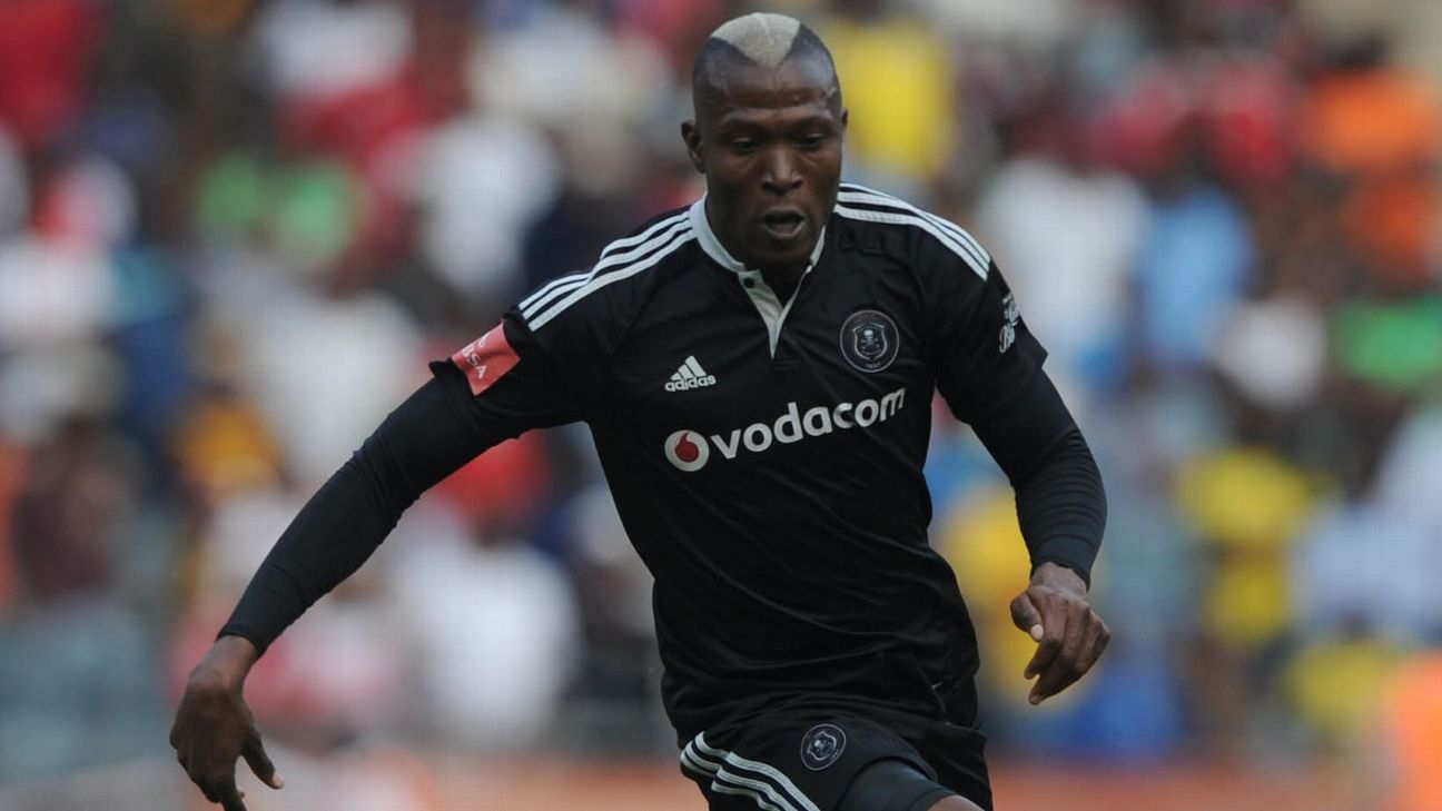 Tendai Ndoro in action for Orlando Pirates in the Absa Premiership