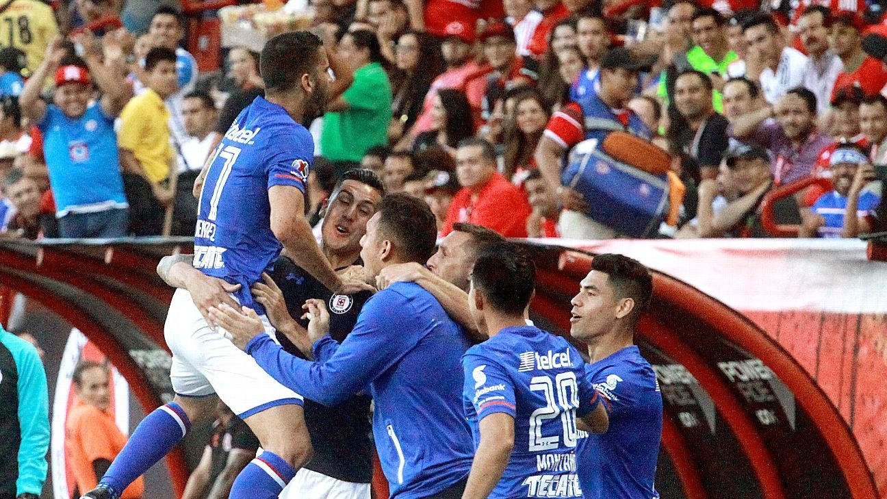 Edgar Mendez's goal helped Cruz Azul top Tijuana.