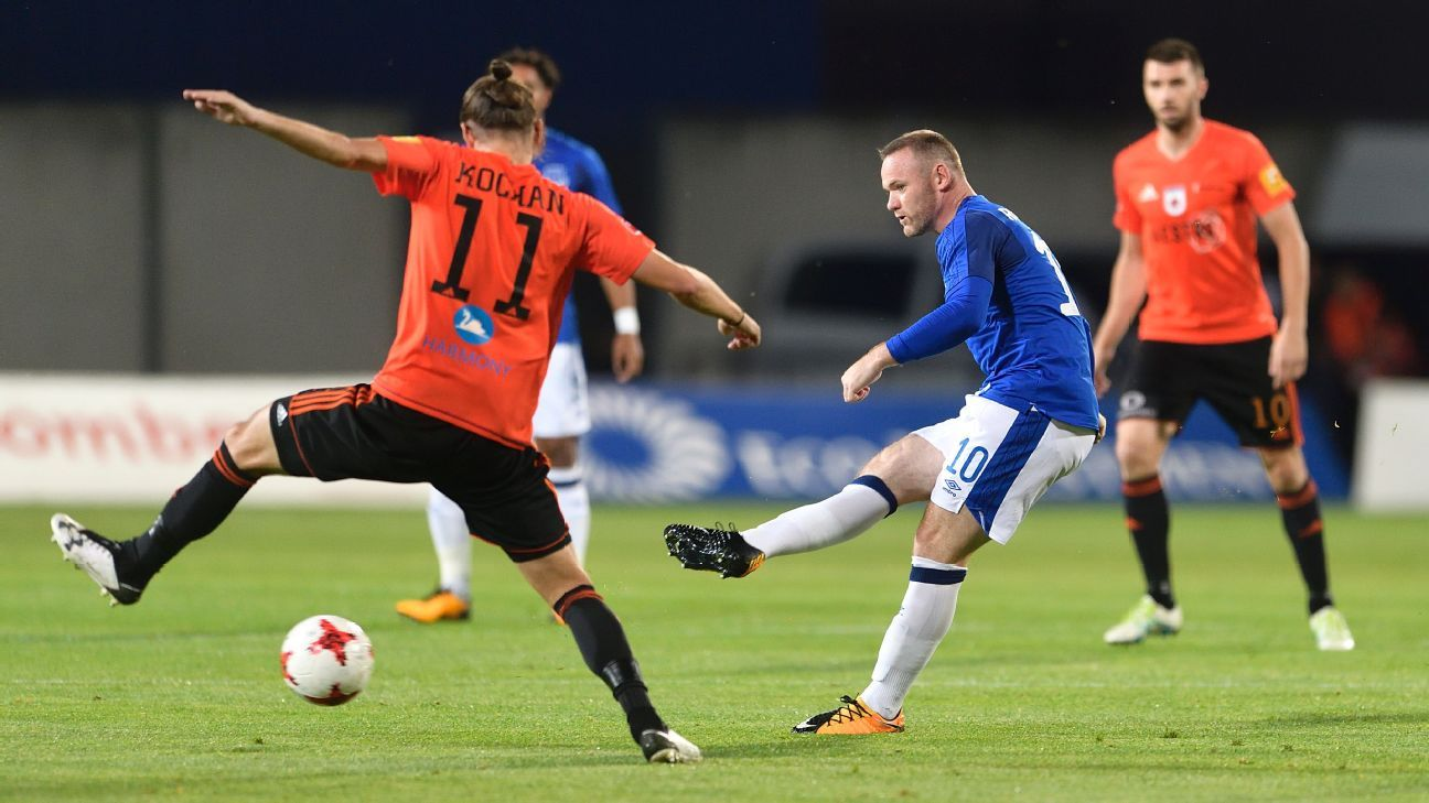 Wayne Rooney makes a pass during Everton's Europa League win against Ruzomberok.