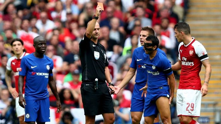 Chelsea's Antonio Conte frustrated by unfavourable referee decisions in loss