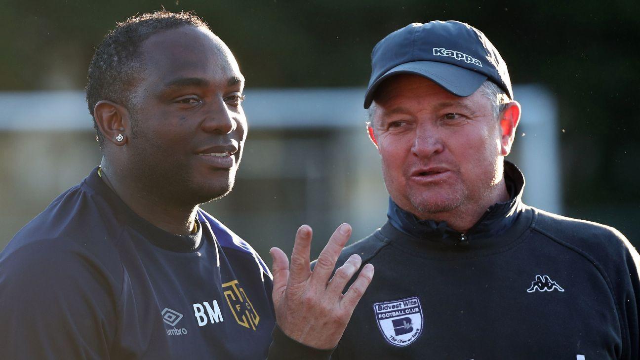 Benni McCarthy, coach of Cape Town City FC (l) in discussion with Gavin Hunt, coach of Bidvest Wits