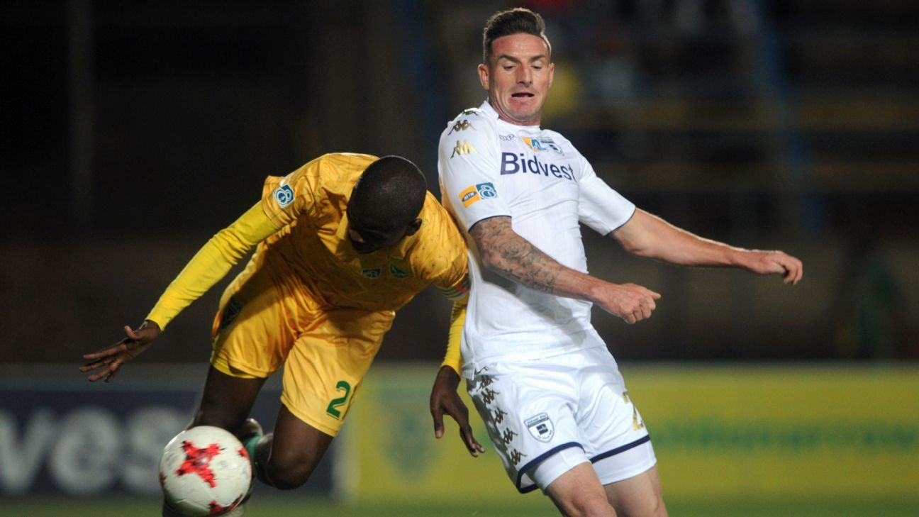 James Keene of Bidvest Wits and Nkanyiso Mngwengwe of Golden Arrows