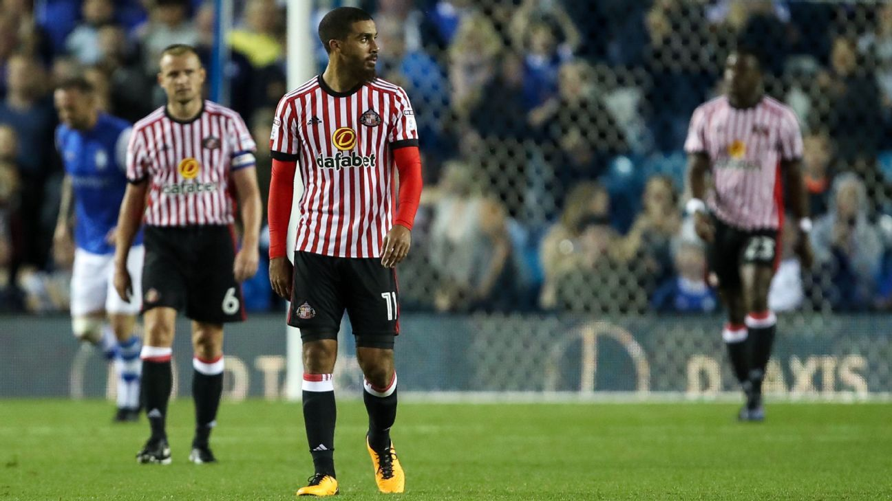 Lewis Grabban and Sunderland react after conceding the equaliser against Sheffield Wednesday.
