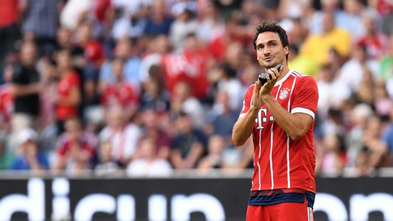 Mats Hummels won the Bundesliga and DFL-Supercup with Bayern in 2017.