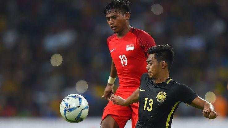 Ariff (R) of Malaysia v Amiruldin (L) of Singapore in SEA Games