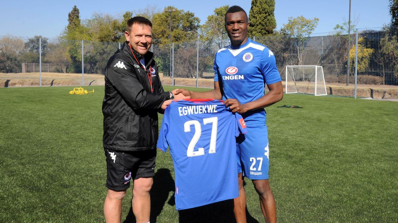 SuperSport United coach Eric Tinkler welcomes new Nigerian defender Azubuike Egwuekwe during afternoon training on the 24 August 2017 at Megawatt Park in Sunninghill.