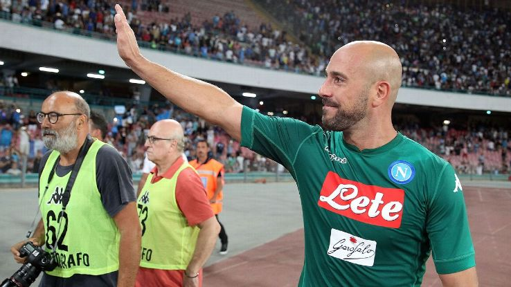 Pepe Reina waves to Napoli fans following the Serie A win against Atalanta.