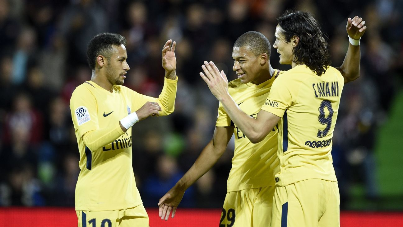 Kylian Mbappe, centre, celebrates with Neymar, left, and Edinson Cavani after scoring against Metz.