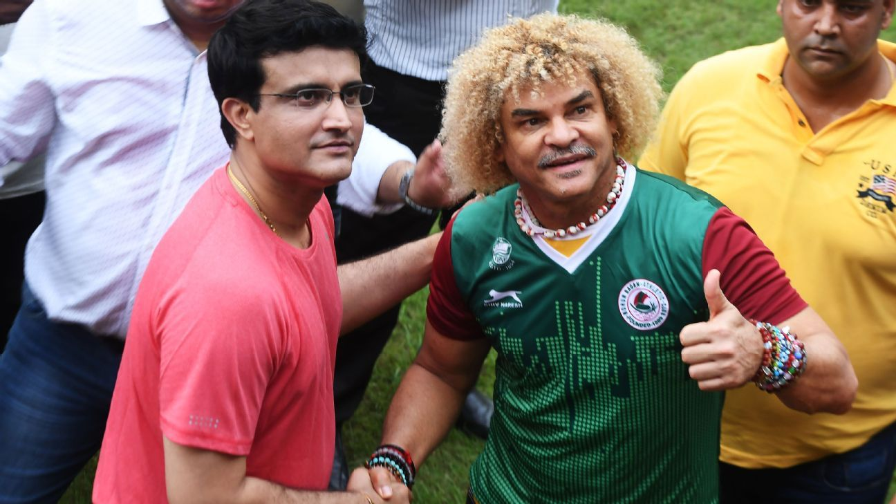 Former Colombian footballer Carlos Valderrama (R), sporting a Mohun Bagan jersey, with former Indian cricket captain Sourav Ganguly at an event in Kolkata in September ahead of the World Cup.