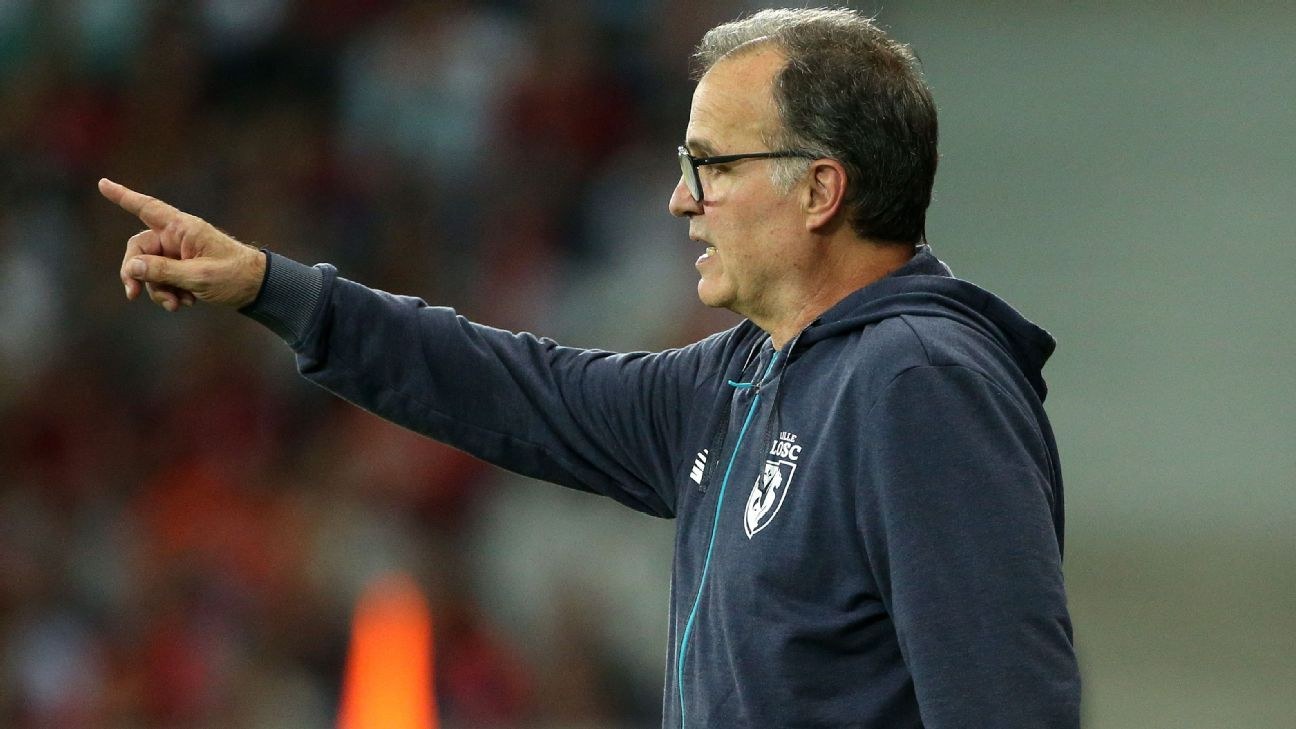 Marcelo Bielsa on the touchline during Lille's Ligue 1 game against Rennes.