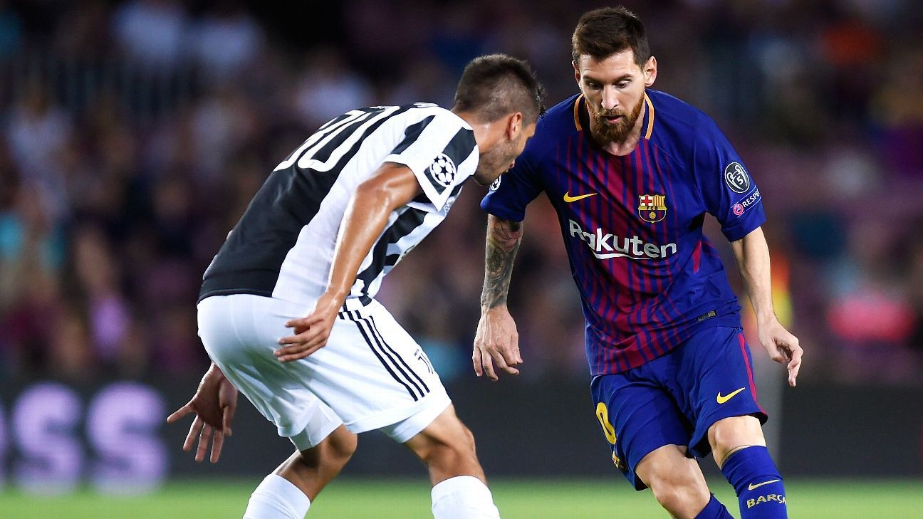 BARCELONA, SPAIN - SEPTEMBER 12: Lionel Messi of Barcelona attempts to get past Rodrigo Bentancur of Juventus during the UEFA Champions League Group D match between FC Barcelona and Juventus at Camp Nou on September 12, 2017 in Barcelona, Spain
