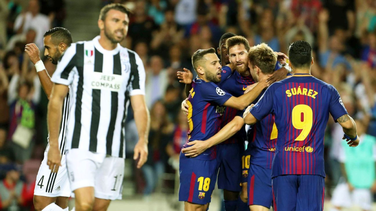 epa06200838 FC Barcelona's Ivan Rakitic (2-R) jubilates with team mates after scoring a goal  during the UEFA Champions League match between FC Barcelona and Juventus FC in Barcelona, Catalonia, Spain, 12 September 2017.