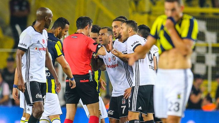Besiktas' Ricardo Quaresma reacts to referee during Istanbul derby against Fenerbahce