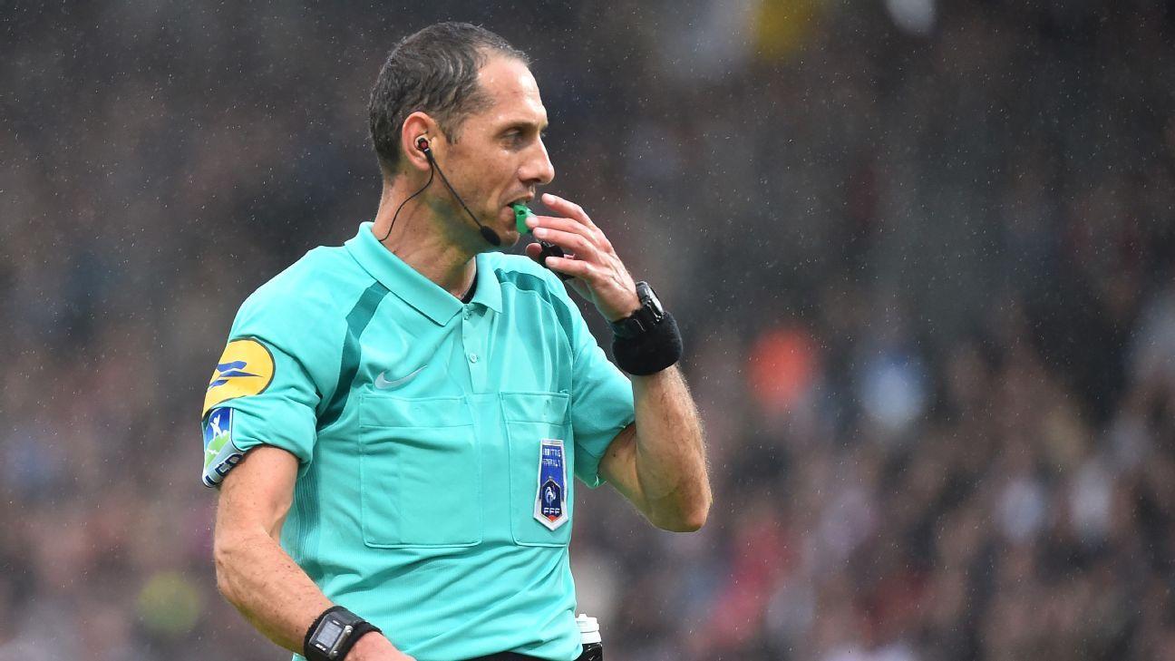 Lyon Angers referee 171001
