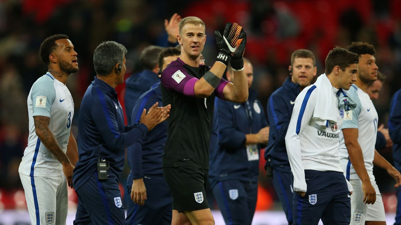 Joe Hart claps for crowd vs Slovenia 171005