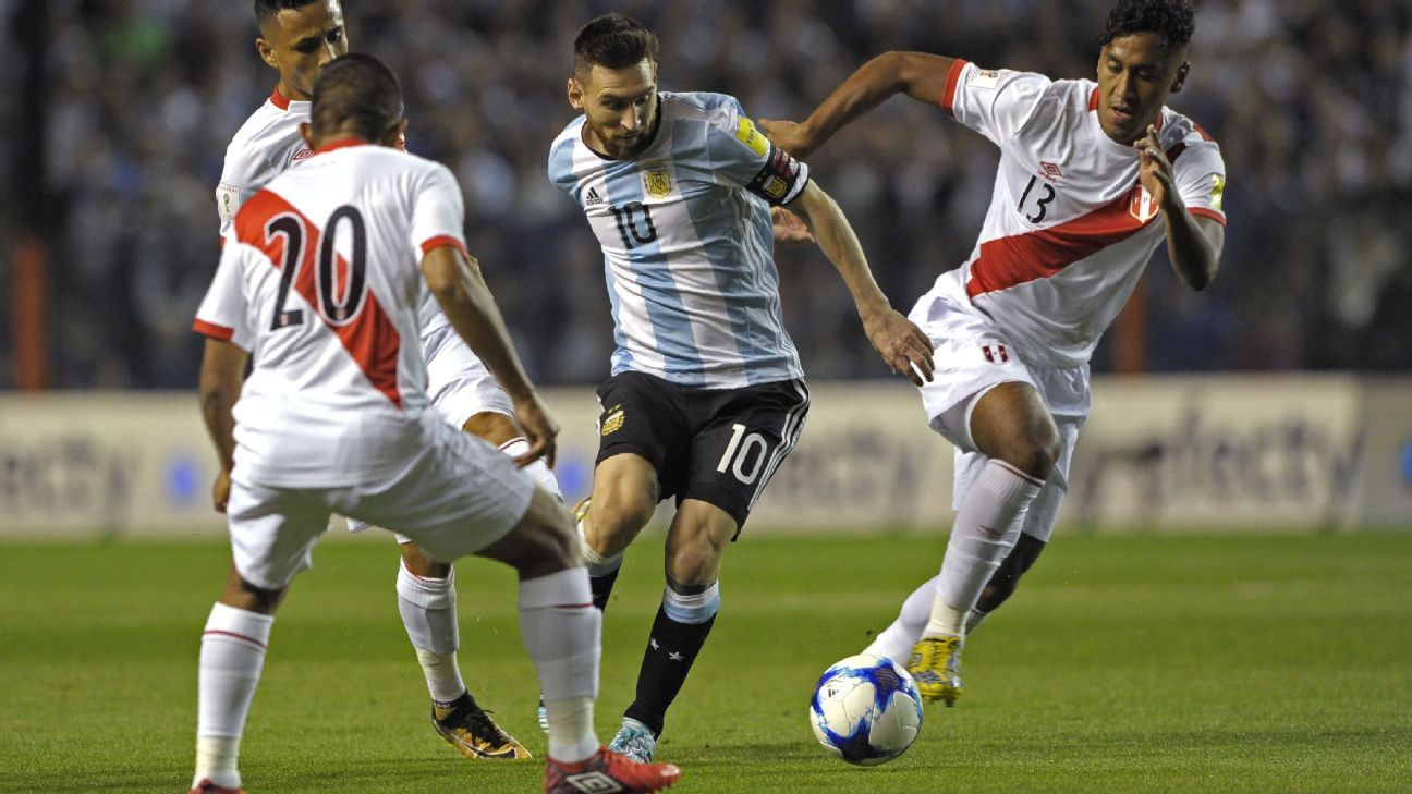 Messi action vs Peru 171005