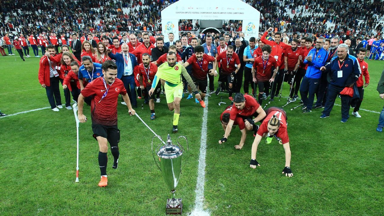 Turkey celebrate with the trophy in front of a packed Vodafone Park in Istanbul