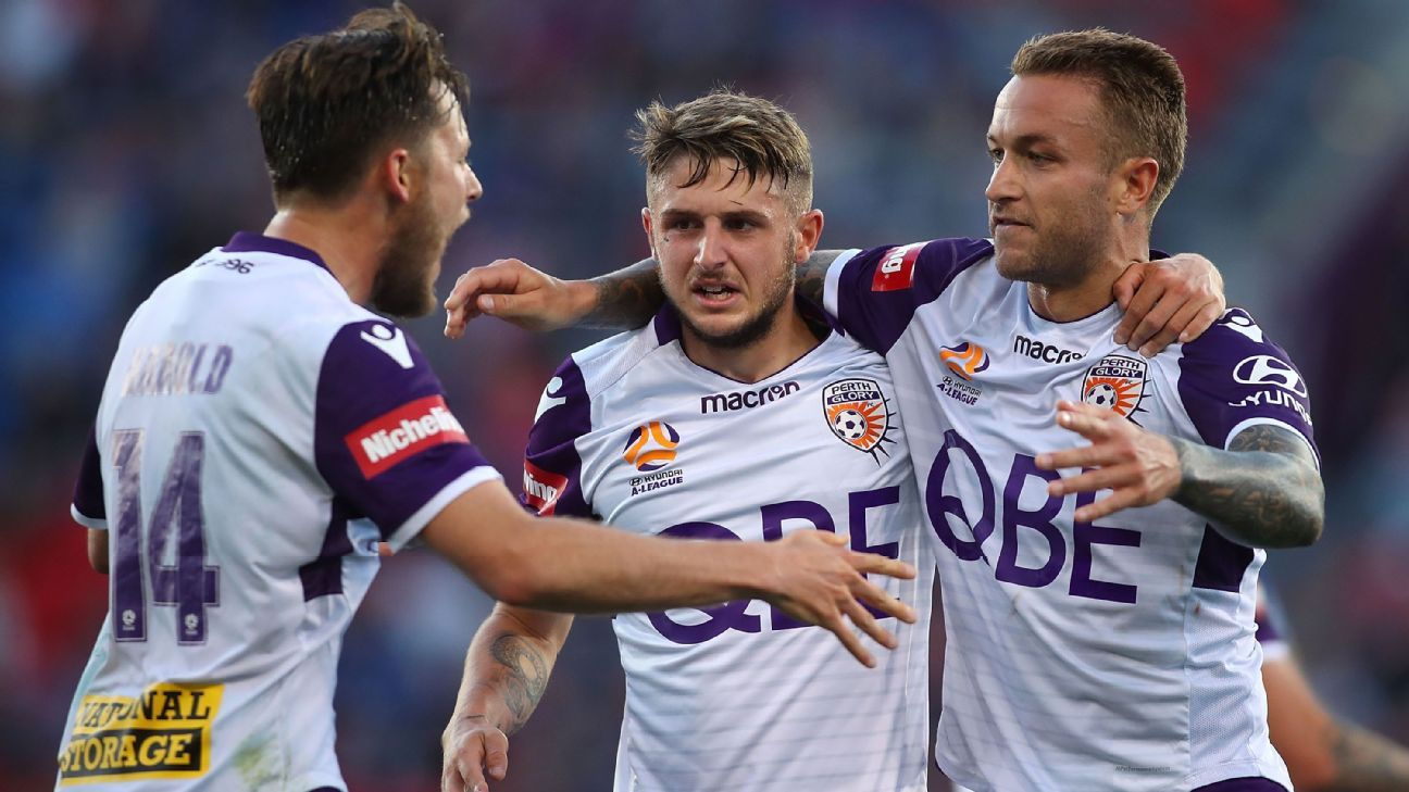 Perth Glory celebrate Adam Taggart's late goal against Newcastle Jets.