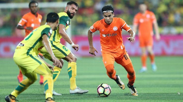 Liridon Krasniqi of Kedah vs. Wan Zack of Felda United