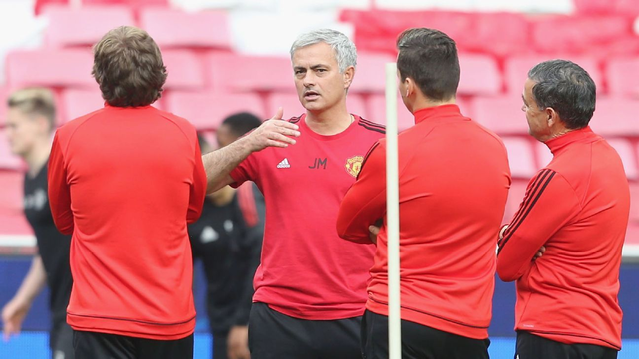 Jose Mourinho has held Manchester United contract talks - sources