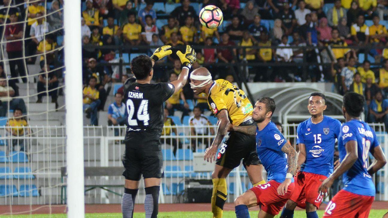 JDT goalkeeper Izham Tarmizi vs. Perak