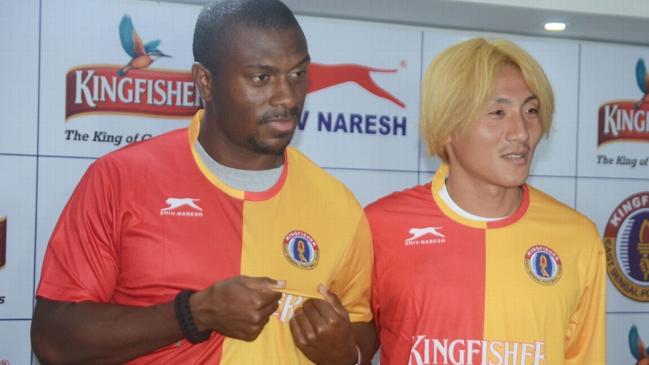 Charles de Souza, left, and Katsumi Yusa at their East Bengal unveiling.