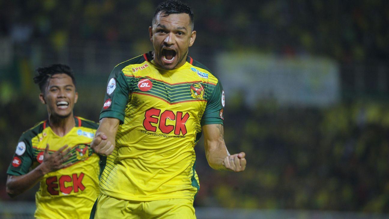 Kedah's Sandro celebrates Malaysia Cup SF goal vs. Felda