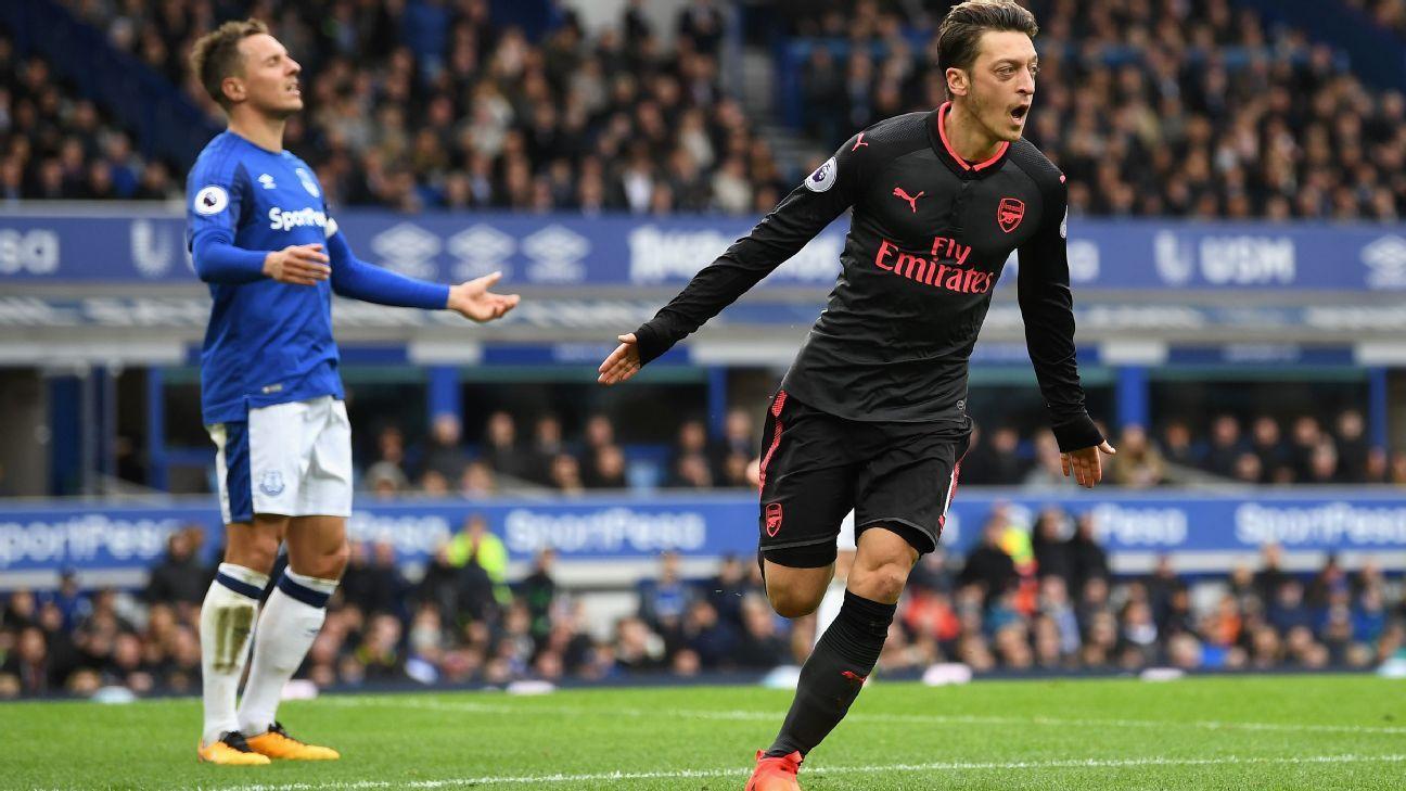 Mesut Ozil celeb v Everton 20171022
