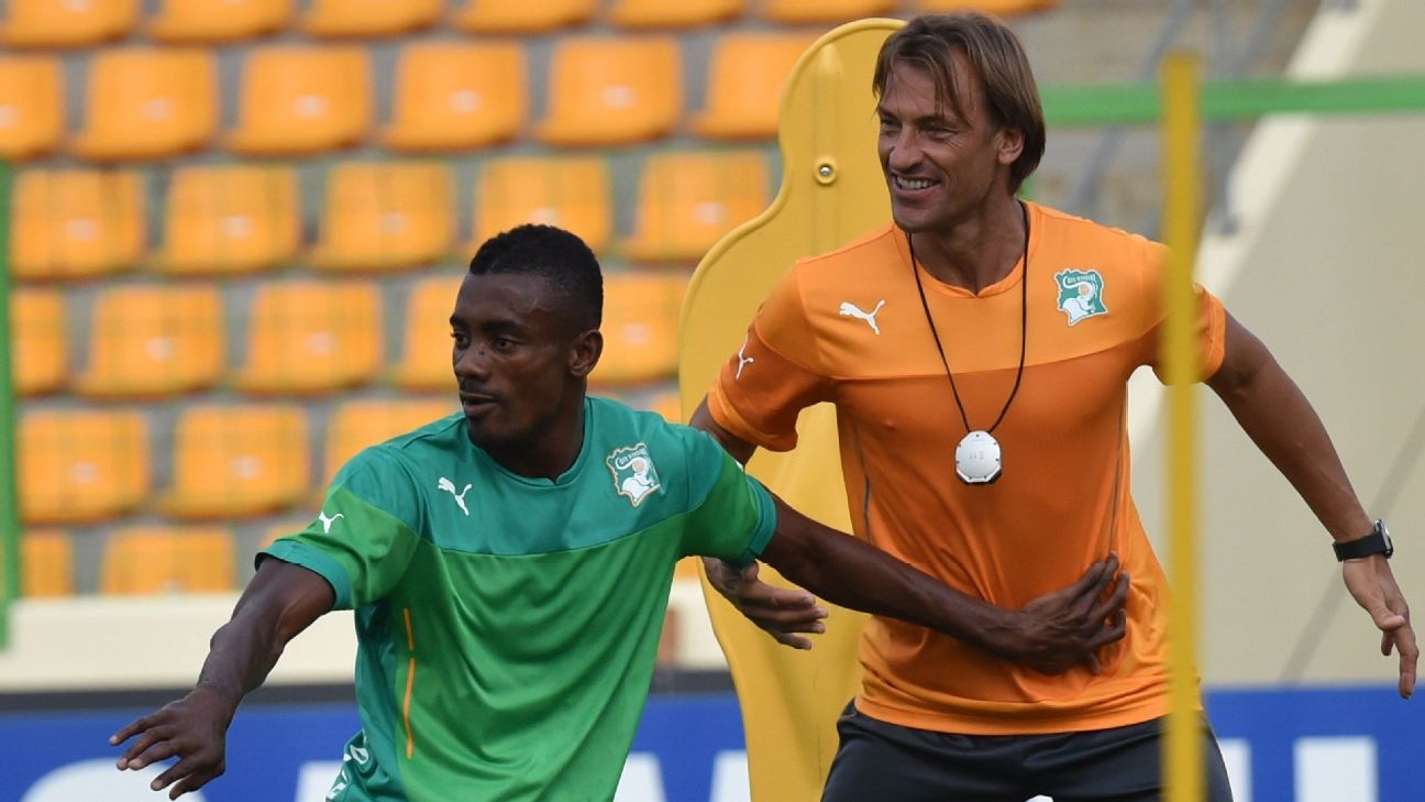 Ivory Coast forward Salomon Kalou and coach Herve Renard in training at the 2015 African Nations Cup
