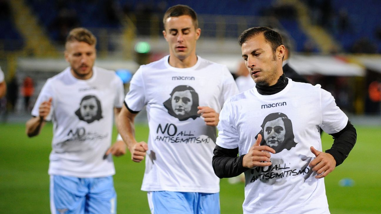 Lazio players wearing 'No to anti-Semitism' t-shirts